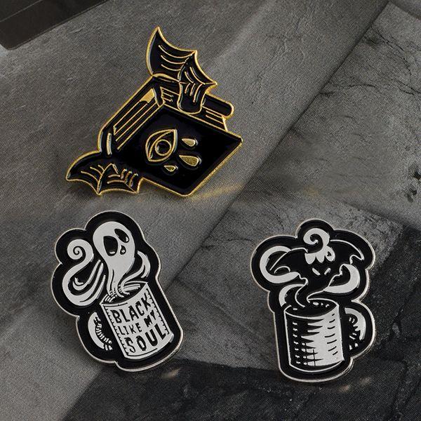 Fledermaus bösen Blick Buch Schwarz wie meine Seele Kaffee Tasse lustige Kaffee Zitat Pins Schwarze Stifte Punk Pins Broschen Abzeichen