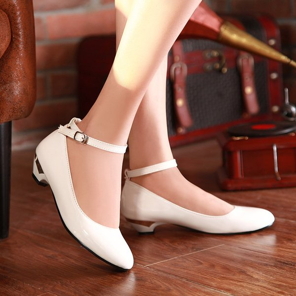 The new 2017 round head thick with buckles single woman shoes