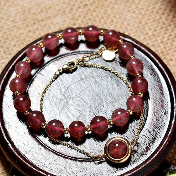 Strawberry crystal bracelet lady call peach blossom natural crystal hand - on - hand transfer bead on double layer