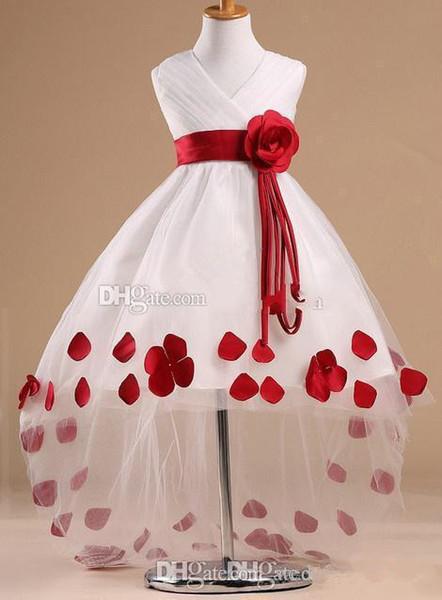 Vestidos da menina de flor padrões em decote em v sem mangas rosa de alta baixo sash vestido de menina flor branca com pétalas vermelhas