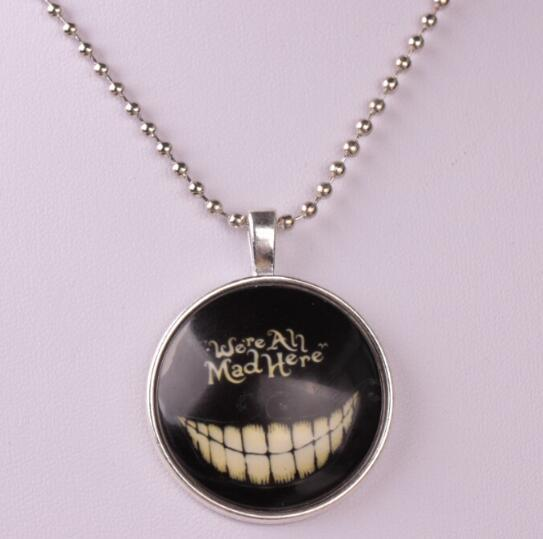 Yiwu wholesale accessories wholesale personalized creative punk wind Halloween Skeleton tooth luminous pendant necklace for gift