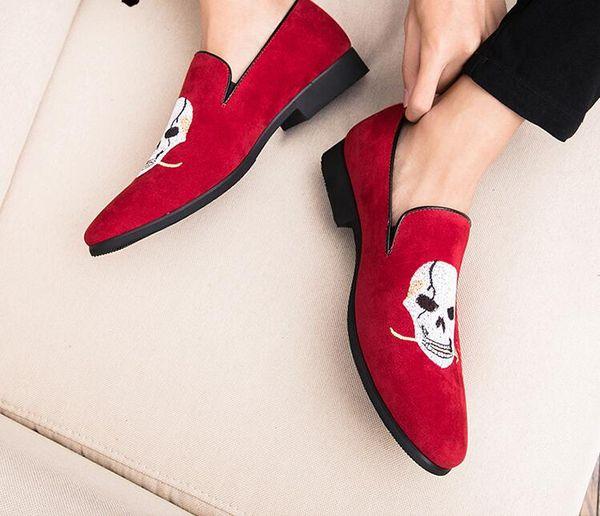 2019 Novo Estilo Clássico Retro Mens Formal Sapatos de Vestido Oxfords Sapatos de Casamento Italiano Da Festa de Casamento Bordado Loafers Masculino Vermelho Flats S676