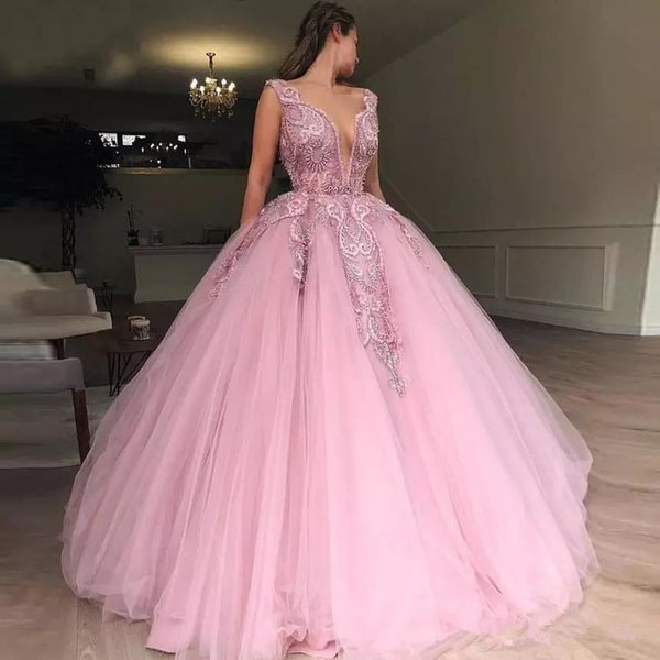 Pink Ball Gown Prom Dresses Deep V Neck Sleeveless Floor Length Organza Applique Lace Evening Dress Pearls Arabic Girls Pageant Gowns