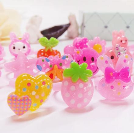 Venda quente Novo Estilo Coreano Anéis das crianças DIY Resina Anel Dos Desenhos Animados Jóias Anéis de Brinquedo de Plástico das Crianças D0618-1