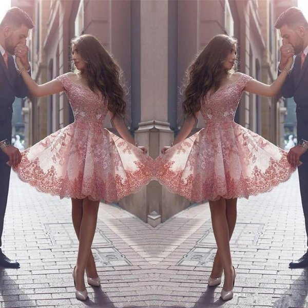 top popular 2020 Pink New Arabic Style Homecoming Dresses Off Shoulders Lace Appliques Cap Sleeves Short Prom Dresses Backless Cocktail Dresses Custom 2020