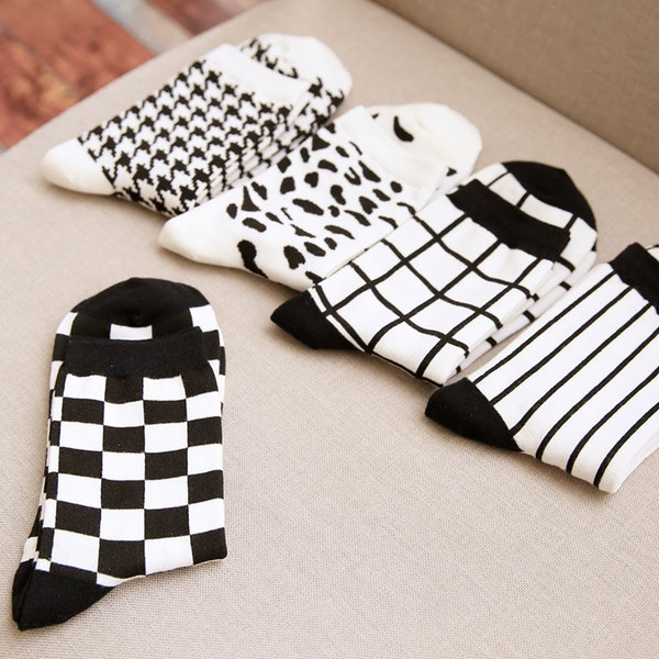 Wholesale- New Fashion Men's White and Black Socks Novelty Stripes Grid Short Sock Winter Autumn Men 100 Cotton In Tubes Socks