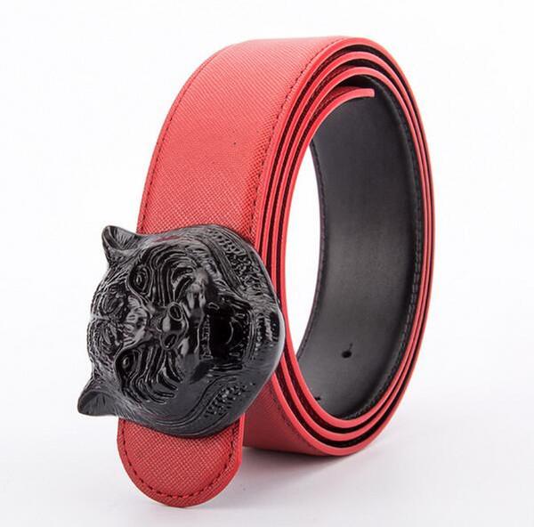 vermelho com fivela preta