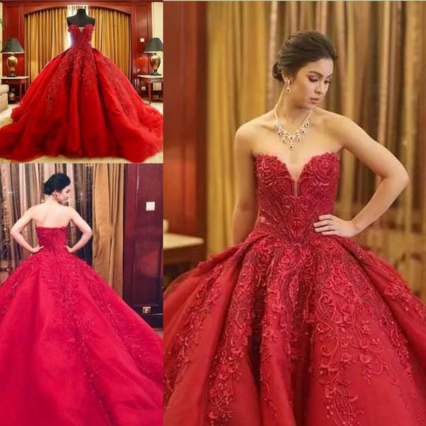 Apliques de cuentas de lujo rojo vestido de bola vestidos de novia con gradas volados cariño barrido tren gótico una línea de vestido de novia vestido de Novia