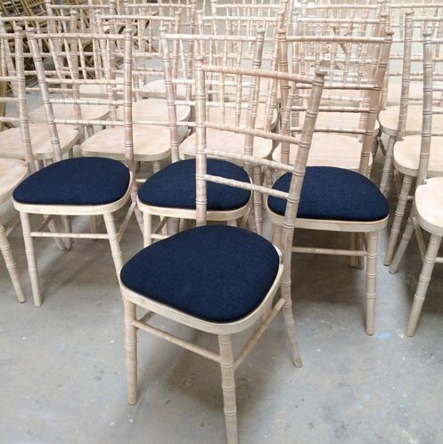 wooden UK style top quality limewash camelot chiavari chairs with seat pad