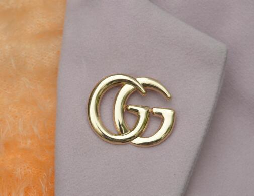 Spilla petto di marca di moda in metallo. Personalità oro e argento collo sera grande fiore petto