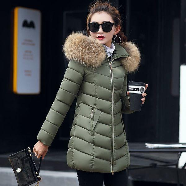 bd1747897 Nuevo 2018 Chaqueta de invierno Abrigos de mujer Collar de pelo de mapache  artificial Hembra Parka