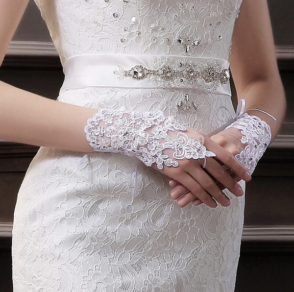 New Arrival Fashion Fingerless Wrist Length Appliques Bridal Gloves With Crystals Bridal Wedding Gloves For Bride