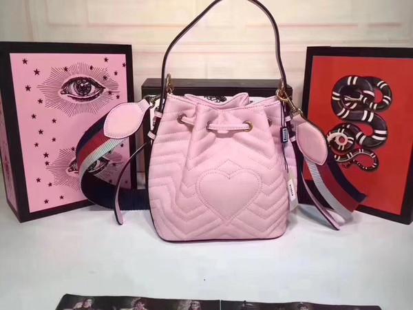 Diseñador de moda Bolsos Bolsa de cubo clásico Bolsos de las mujeres Bolso de cuero de alta calidad monederos de las mujeres en línea c238