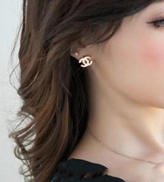 Hot New femelle femme alphabet lettre boucles d'oreilles surface lisse boucles d'oreilles pour la fête bijoux accessoires cadeaux de mariage pour l'amour