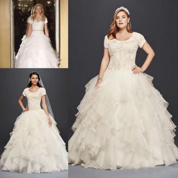 2018 Modest Oleg Cassini vestidos de novia de tallas grandes Organza vestido de bola mangas cortas de encaje con gradas Skits por encargo Garden Country vestidos de novia
