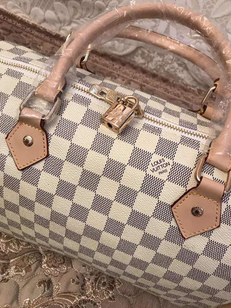 2018 quality Women messenger bag Classic Style Fashion bags women bag Shoulder Bags Lady Totes handbags cm With Shoulder Strap V Bag 30cm