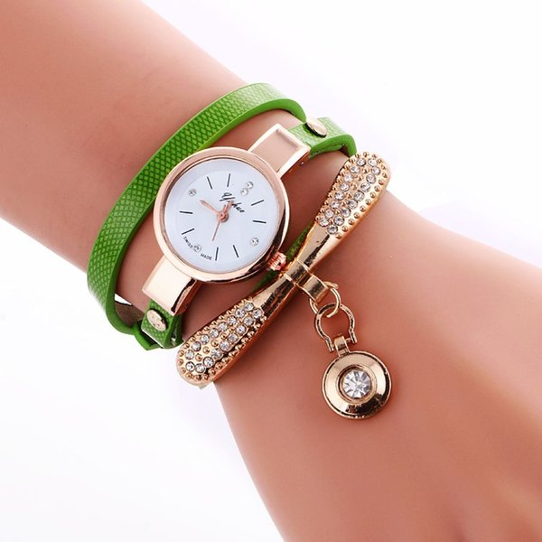 93986c825df Moda feminina pulseira de couro relógio de diamante pingente de pedra retro  mulheres vestido casual relógios