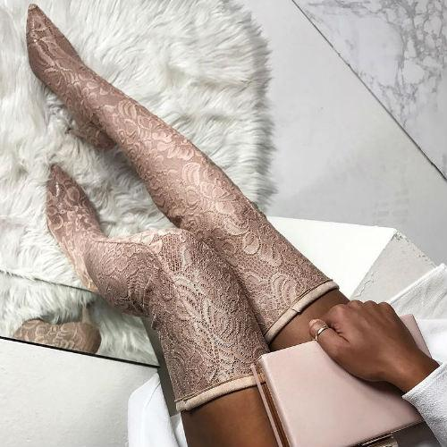 Black high-heeled thong metal chain strap metal nails tassels boutique models show fashion magazine street shooting boots