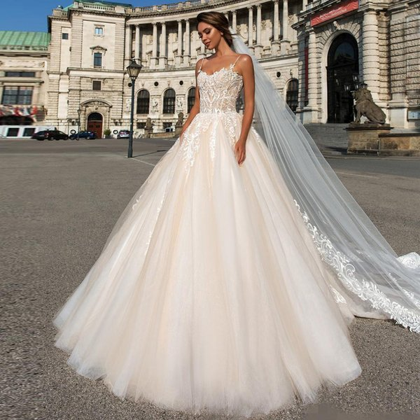 ivory spaghetti strap ball gown wedding dresses sweetheart with lace appliqued backless bridal gowns court train vestido de novia, White