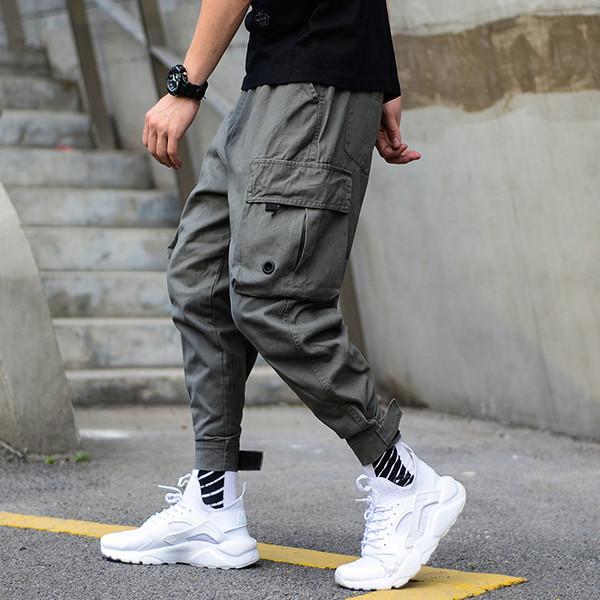 Resultado de imagem para calça com bolsos grandes moda homem