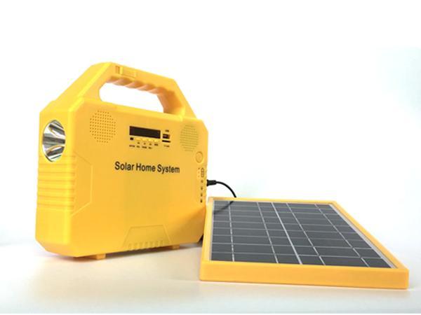 Application domestique portable et mini système d'éclairage à la maison solaire de spécifications 6w 9v 4.5AH jouent de la radio chargeant le téléphone
