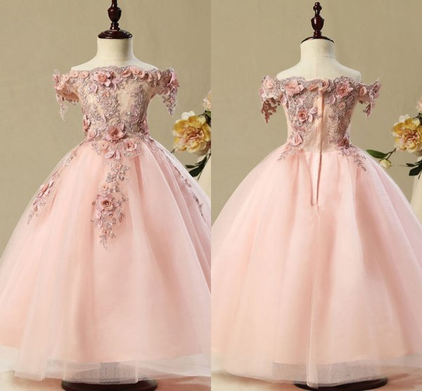 2018 New Design Off the Shoulder Short Sleeves Flower Girls' Dresses Lace Appliqued Tulle Full Length Girls Pageant Gowns MC1736