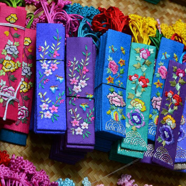 best selling Traditional Chinese Gift Style Embroidery Bookmark Fabric Cloth Chinese Knot Bookmarker Party Favor Free Shipping QW8365