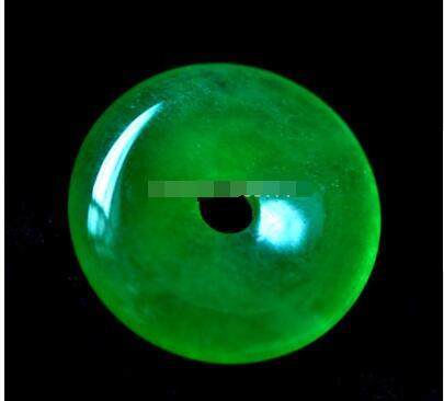 Free ShippiNG >>Rich Green Natural Grade Jadeite Necklaces Amulet pendant