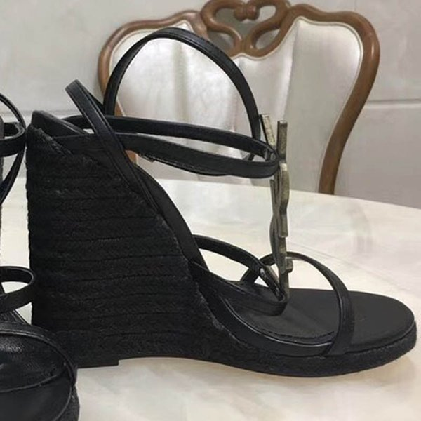 2018 Slides Summer Luxury Designer Beach Indoor Flat G Sandals Slippers House Flip Flops With Spike sandal35-41