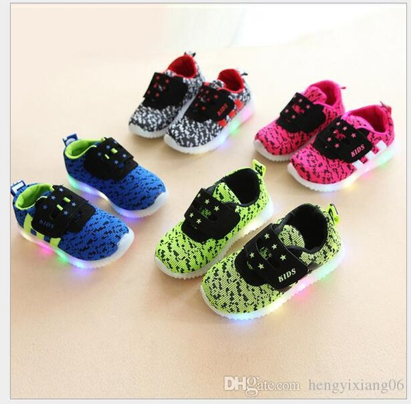 Primavera e Outono Novos Meninos LED Coreano Macio Fundo Lazer Esportes Sapatos de Bebê hf01