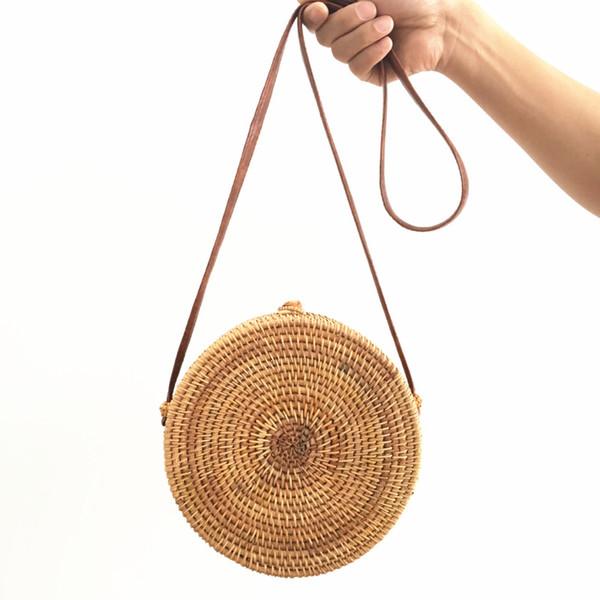 Le sac en rotin Ins fabriqué à la main par la canne constitue l'emballage. Sacs de plage Aslant, épaule de sac baoyuan femelle.