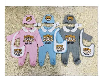 Moda Roupas de Bebê conjunto Bonito Recém-nascido Infantil Do Bebê Meninos Carta Romper bebê menina bibs Cap Outfits Set
