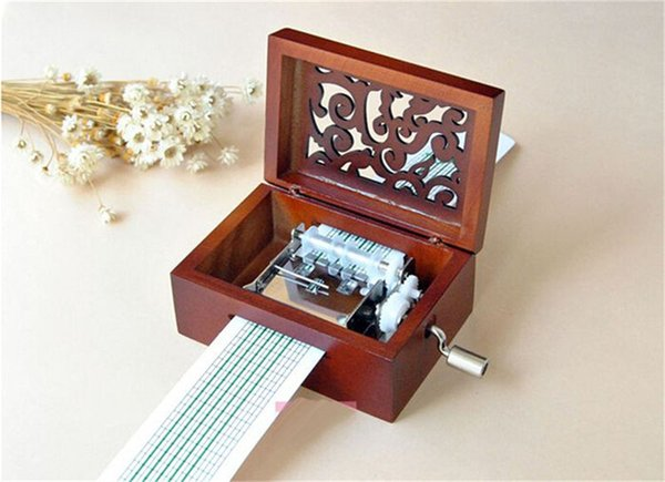 Hotsale Vintage Hollow Caja de música con manivela manual para niños DIY Regalo Caja de música de madera Movimiento 15 notas + perforadora + 20 pzas Nota en blanco