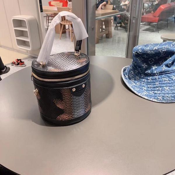 Европа и Америка женщин тавра сумки женщин способа Сумка Rivet Одно плечо сумка высокого качества Женская сумка сумки Кошельки B01