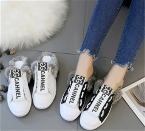 Fashion New Girls Shoes Autumn New Fur Woollen Slipper Flat Bottom Round Head Slippers Warm and Confort Students Slippers with Letter