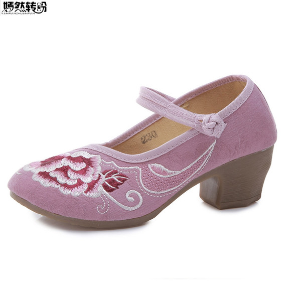 mejor servicio aa9be c5d55 2019 Vintage Women Square Heels Ethnic Embroidery Cloth Shoes Middle Aged  Ladies National Cotton Fabrick Pumps Zapatos Mujer Tacon From Standbyside,  ...