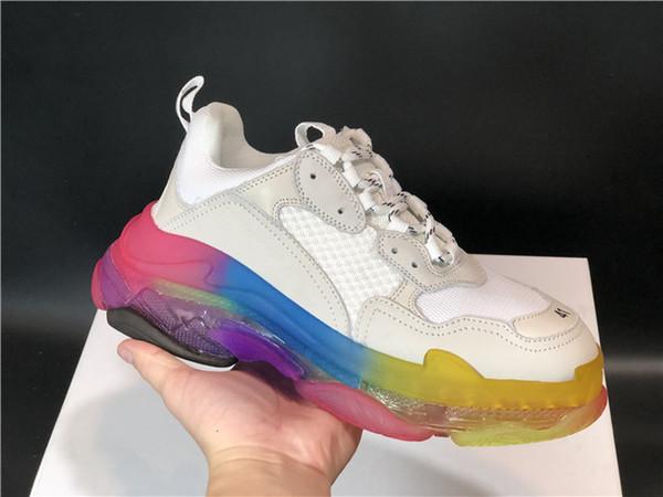 Высочайшее качество Дизайнерская мода Triple S Повседневная обувь Мужчины Зеленые Triple S Sneaker Женская кожа Низкая Верх на шнуровке Повседневная обувь без каблука Ясно Подошва