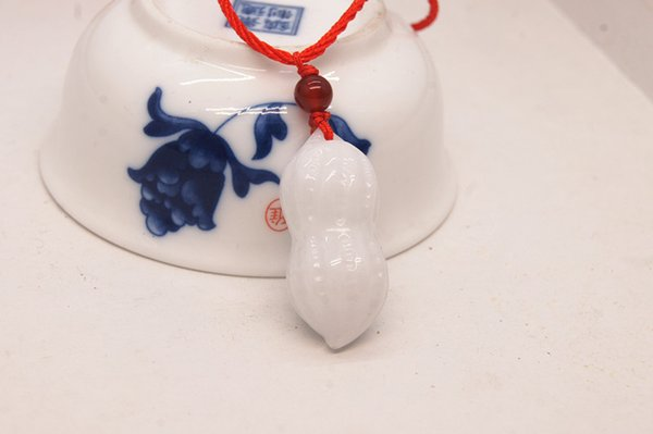 Tallado a mano - xinjiang hetian blanco natural jade, (fruta de maní). Amuleto - collar colgante.