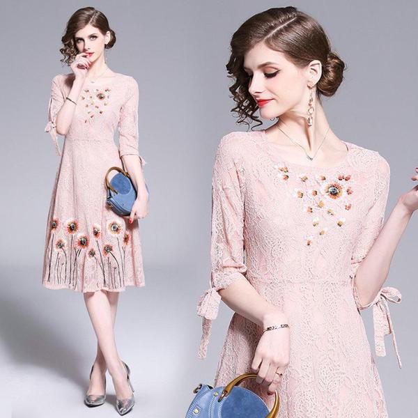 2019 İlkbahar Yaz Dantel Elbise Yarım Kol Kadınlar Elbiseler Moda Tatlı Nakış Midi Elbise Düğün Abiye