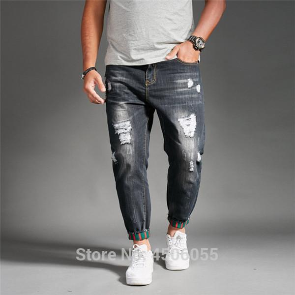 рваные черные джинсы