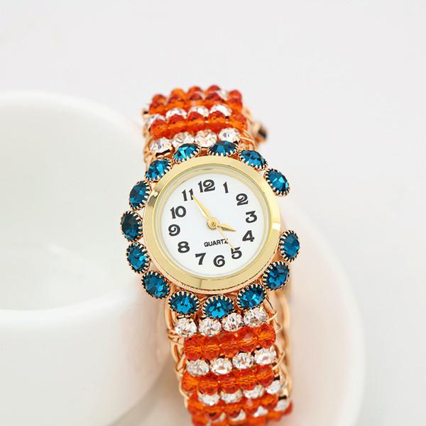Neue populäre trend mode frauen armbanduhren diamant kristall bunte elastische band kleid legierung metall einfache quarzuhren
