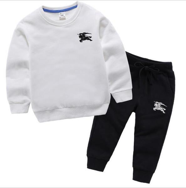 Классический Luxury Logo Designer Детские футболки Брюки пальто Jacekt Hoodle свитер Olde Костюм Детская мода детская 2шт Хлопок Одежда Sets2