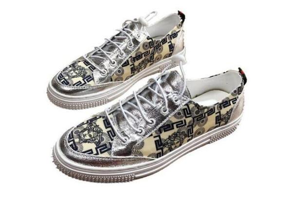 Sıcak satış Klasikleri Tarzı Erkekler Rahat Nakış loafer'lar Rahat Ayakkabı Lace Up Erkek siyah yuvarlak ayak Işık Yumuşak Erkekler Loafer'lar