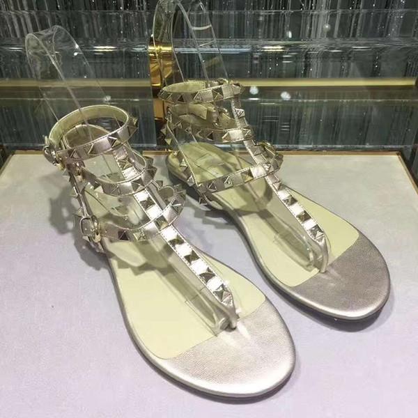 Perçinler Çivili Gladyatör Düz Sandalet Taşlar Çivili Flip Sandal Büyük Boy 35-42 Tasarımcı bayan Ayakkabıları Yaz