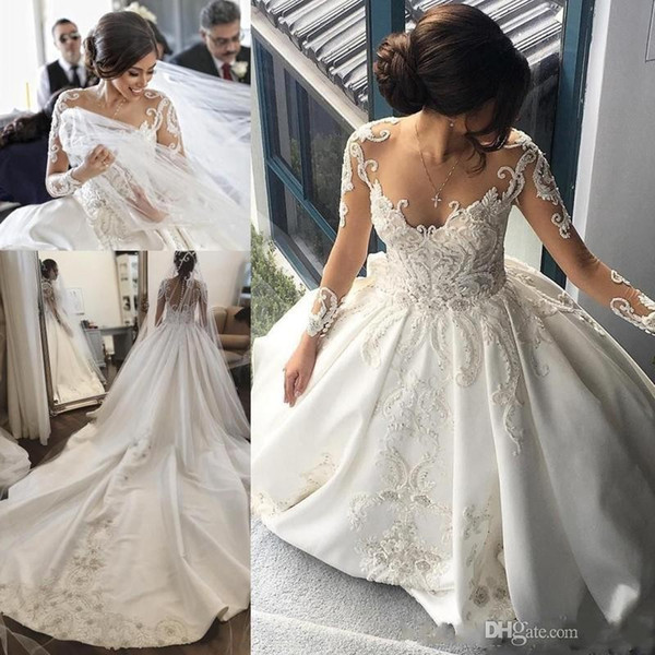 2020 Splendida Lace arabo una linea di abiti da sposa Sheer Cristalli Neck maniche lunghe treno lungo increspature di Appliques abiti da sposa su misura
