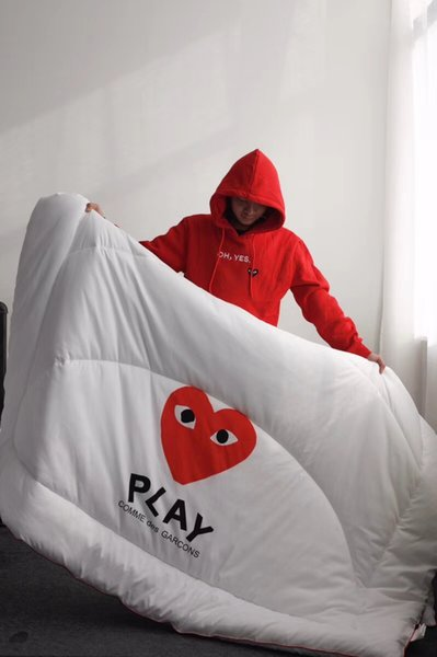 Red Heart Print Quilt Play Letter Japanese Fashion Pop Cotton Quilt High Quality Simple Fashion New Soft Comforter