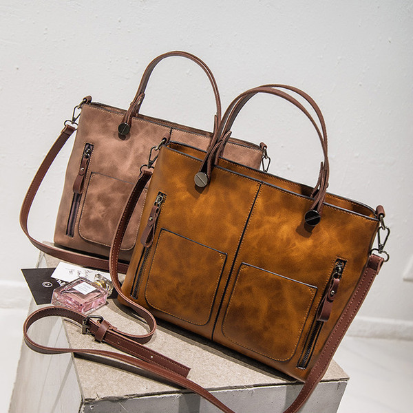 Free shipping, 2019 new woman trend handbags, leisure messenger bag, fashion Korean version women bag, retro high capacity flap.