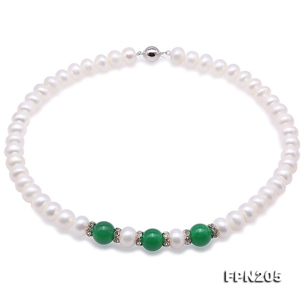 Natürliche weiße Frischwasserperlen-Halskette 45cm 8-9mm nahe runde Form grüne Jade-Halskette vervollkommnen alle Match-Geschenk für Frauen