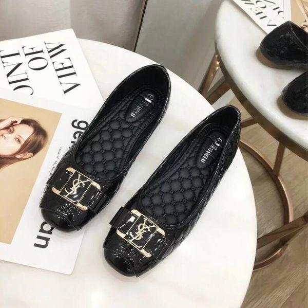 2019 nouvelle station européenne de vente de chaussures plates de grande taille avec un matériau PU de haute qualité