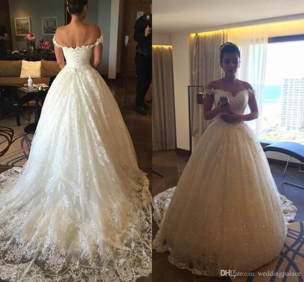 Luxurious V-neck A-line Wedding Dresses Button up Back Court Train Tulle Appliques Church Bridal Dresses Wedding Gowns Vestido De Novia